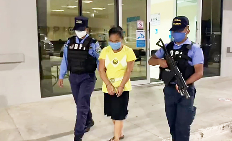 Capturan a mujer con más de 100 envoltorios de supuesta droga