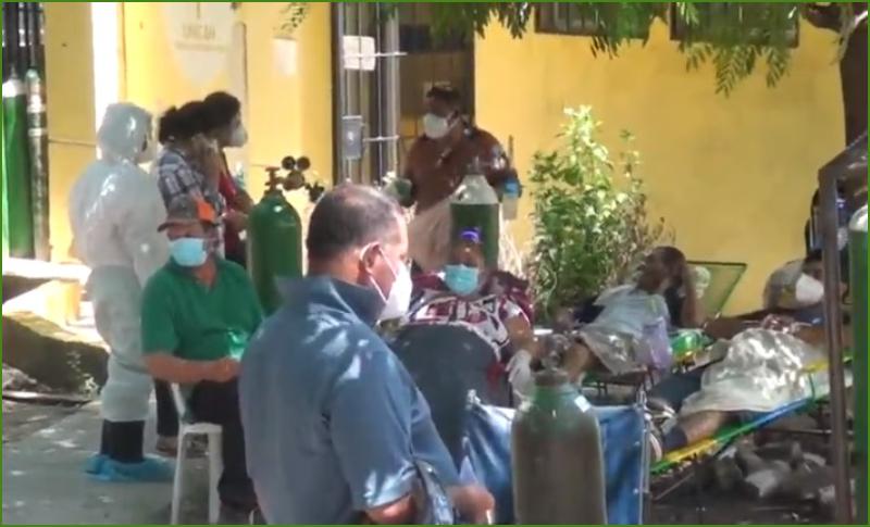 Pacientes con covid-19 son atendidos bajo árboles en Choluteca