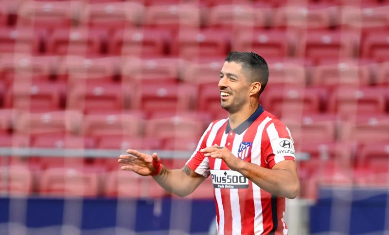 El Atlético aplasta 6-1 al Granada con doblete de Luis Suárez en su debut liguero