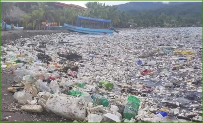 Playas de Omoa amanecieron repletas de basura, pobladores hace llamado a autoridades